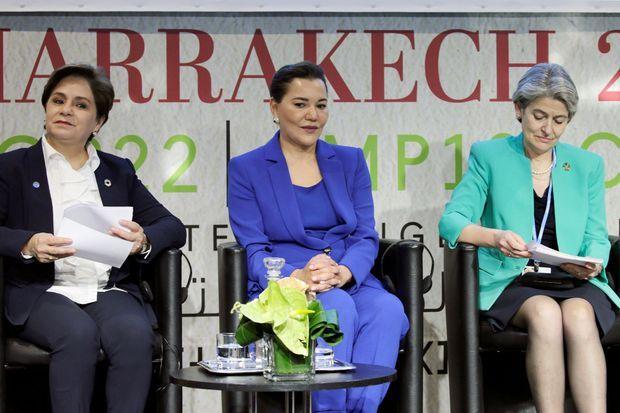 La princesse Lalla Hasna du Maroc (au centre) avec Patricia Espinosa et Irina Bokova lors de la Journée de l'éducation à la COP22 à Marrakech, le 14 novembre 2016