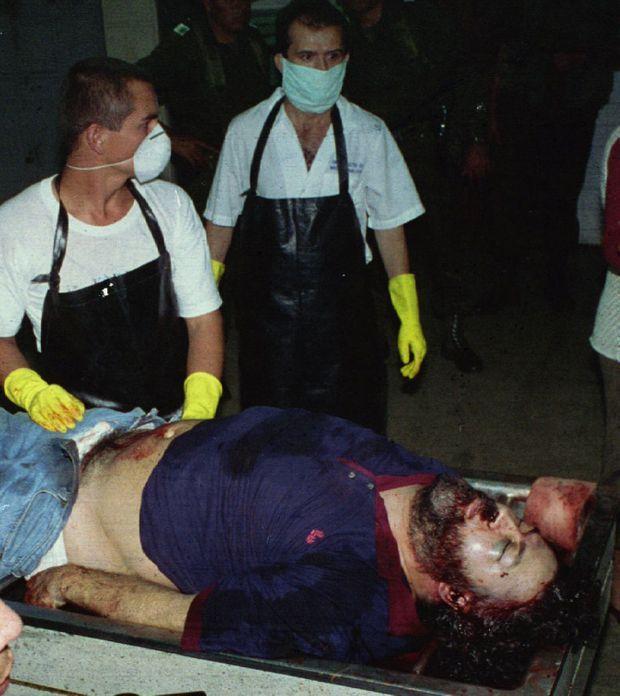 Le corps de Pablo Escobar quelques heures après sa mort.