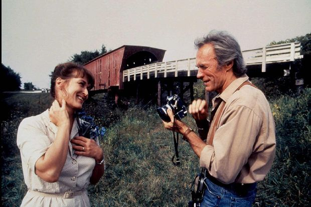"""Meryl Streep et Clint Eastwood sur le tournage de """"Sur la route de Madison"""" en 1995."""
