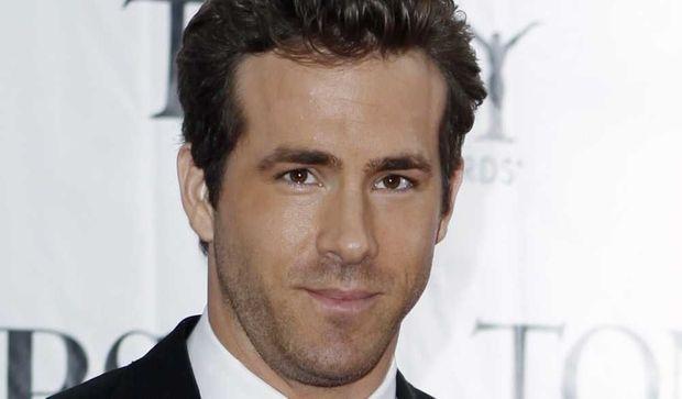 Ryan Reynolds,-