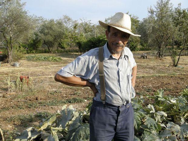 Pierre Rabhi a ressuscité sa terre ardéchoise, autrefois aride. Ce paysan poète plaide pour un mode de vie plus apaisé et plus heureux.