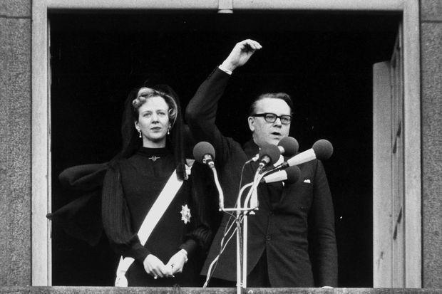 Margrethe de Danemark est proclamée reine par le Premier ministre au balcon du palais de Christiansborg, le 15 janvier 1972