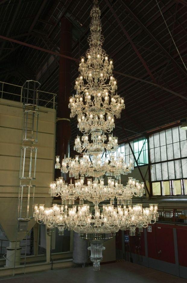 Saint-Louis signe le plus grand lustre en cristal au monde.