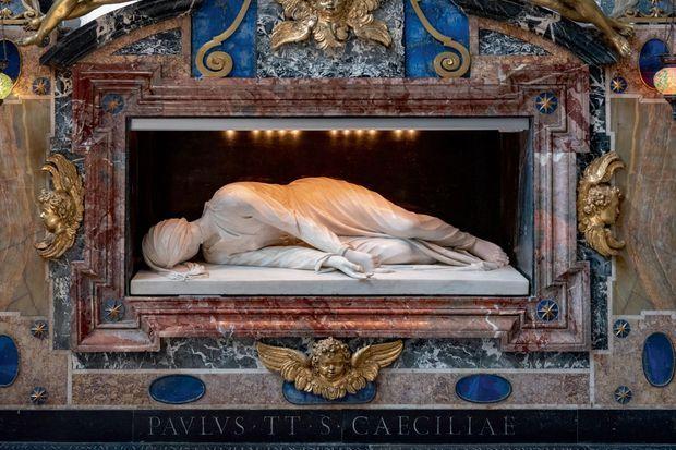 « Sainte Cécile », œuvre de Stefano Maderno en 1599, représente son martyre.