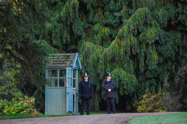 L'entrée du domaine de Sandringham lundi, où la reine Elizabeth II recevait le prince Harry.