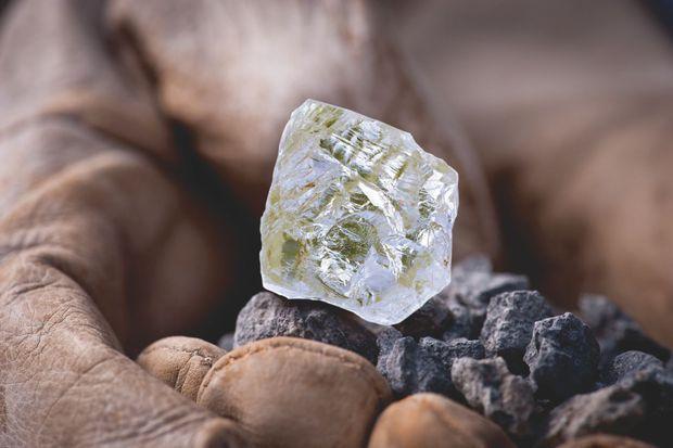Un diamant brut issu d'une mine africaine.