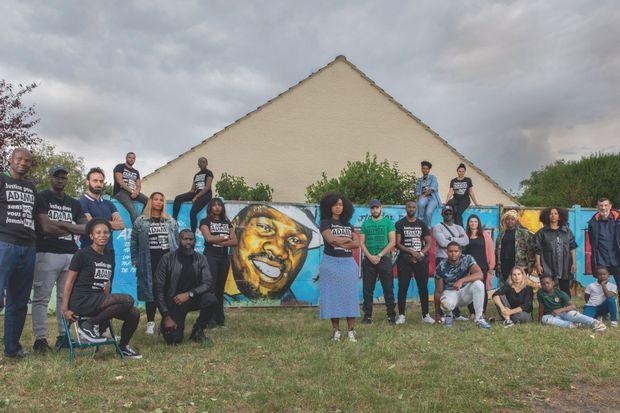 Une partie du comité Vérité pour Adama à Beaumont-sur-Oise, le 7 juin.
