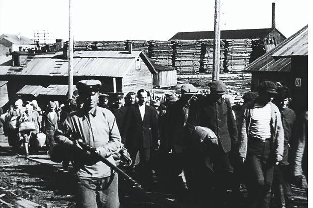 1928, prisonniers du camp sur les îles Solovki.