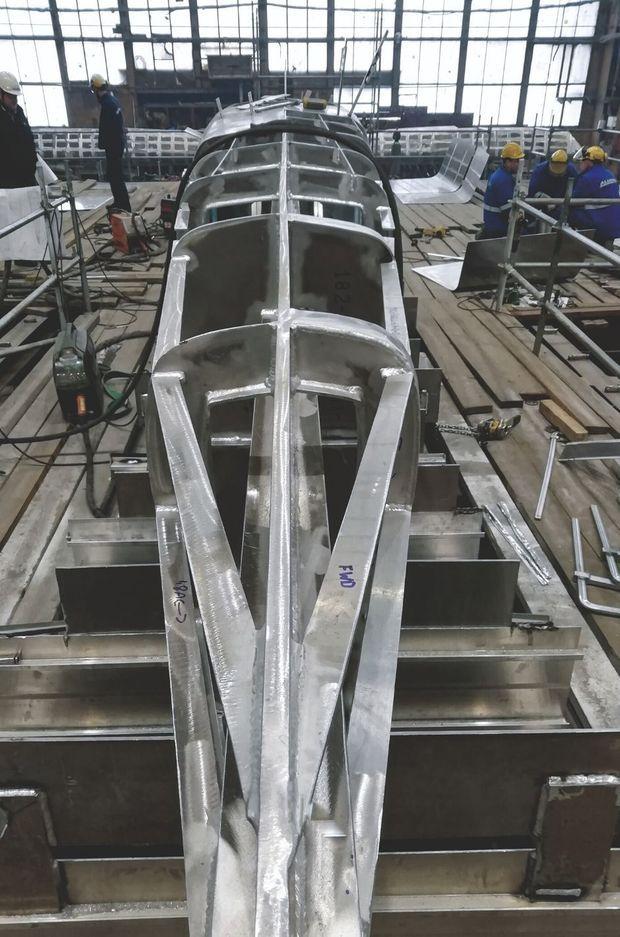Le bateau dans sa dernière phase de construction sur les chantiers de Gdansk, en Pologne, en 2019