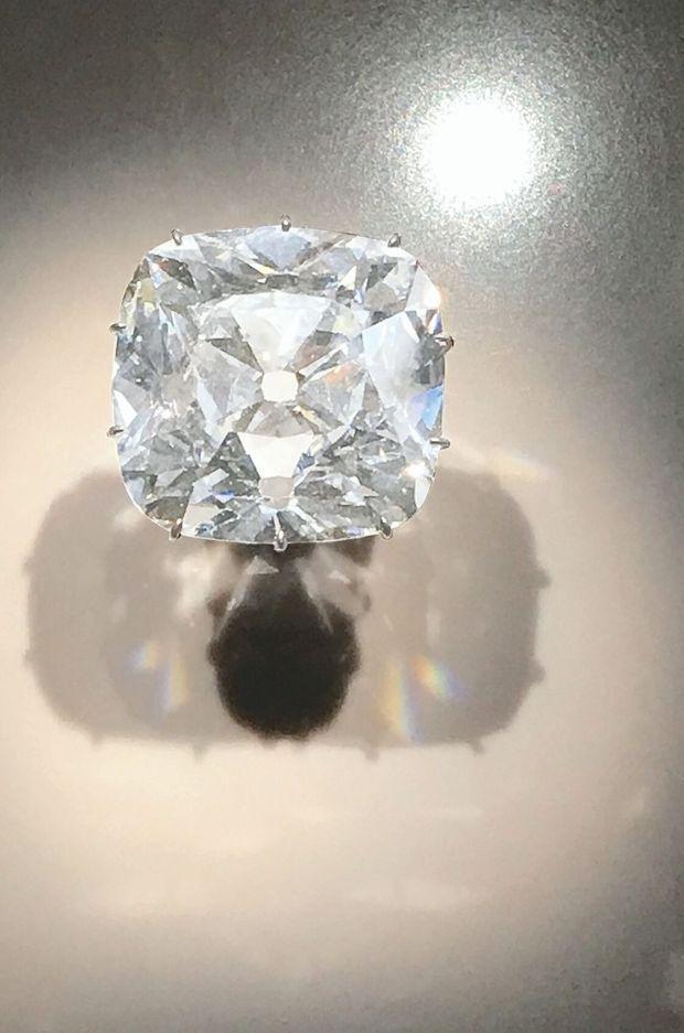 Ce diamant de 19,07 carats était l'un des 18 « mazarins » de la collection du cardinal Mazarin. Il a été vendu 14,5 millions de dollars par Christie's en 2017.