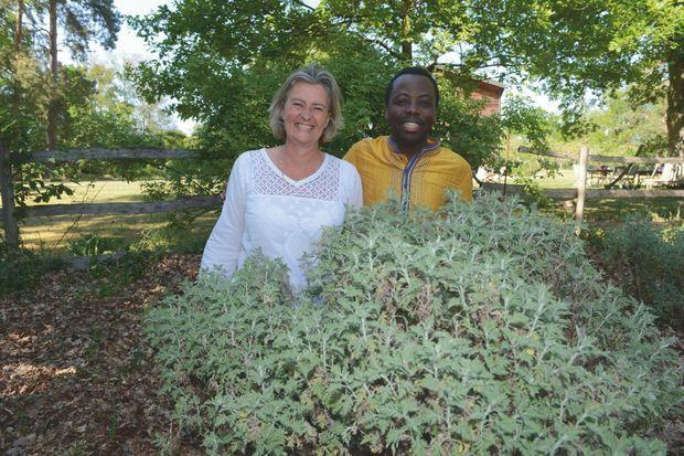 Lucile Cornet-Vernet, fondatrice de la Maison de l'Artemisia avec le Dr Jérôme Munyangi, auteur des tests sur des personnes atteintes de palu.