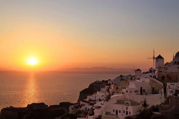 santorini-romantic-sunset-top-1-1280