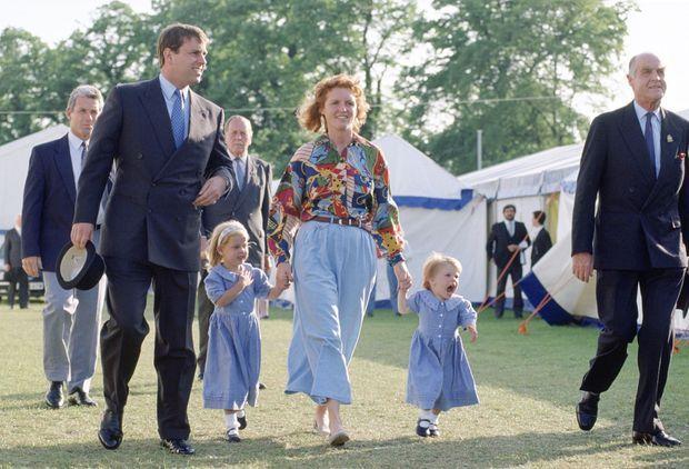 La duchesse Sarah et le prince Andrew, avec leurs filles à Windsor, le 16 mai 1992. Deux mois après l'annonce officielle de la séparation du couple.