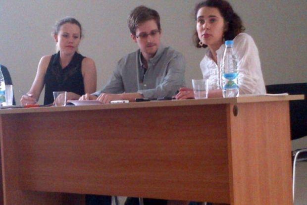 Sarah Harrison aux côtés d'Edward Snowden à Moscou, le 12 juillet dernier.