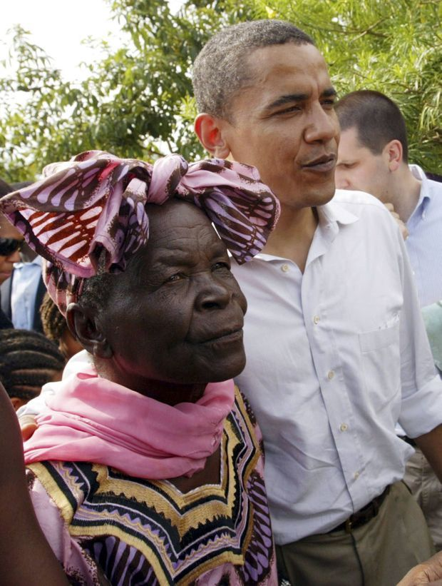 Sarah Obama et Barack en août 2006 à Kogelo au Kenya.