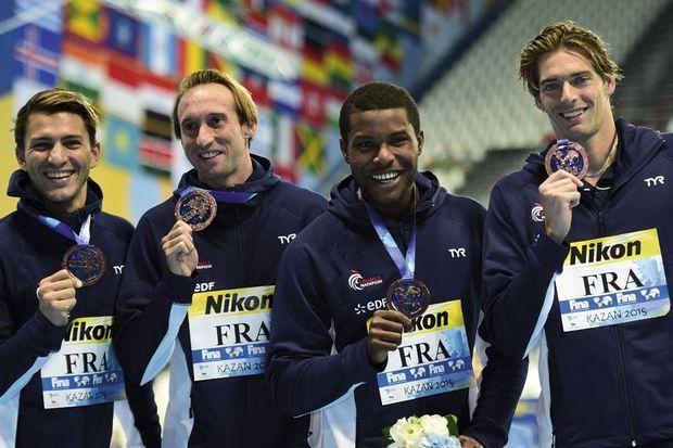 Médaille de bronze du 4 x 100 m quatre nages : Giacomo Perez-Dortona (brasse), Fabien Gilot (libre), Mehdy Metella (papillon), Camille Lacourt (dos).