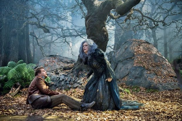 La sorcière, au milieu des bois en plein questionnement existentiel.