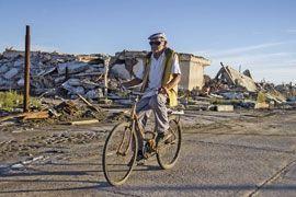Pablo Novak, 84 ans, est le seul habitant à être revenu à Epecuen une fos les eaux redescendues.