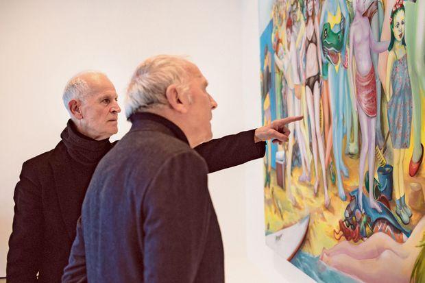 Martial Raysse et François Pinault devant l'œuvre « Ici plage, comme ici-bas ».