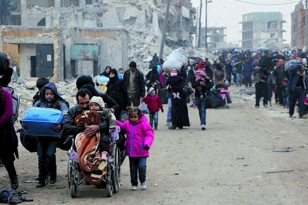 Le 1er décembre, la file des civils fuyant les attaques gouvernementales pour se réfugier dans les zones encore contrôlées par les rebelles.