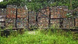 Des briques par dizaines de milliers seront stockés plusieurs années avant de connaître une nouvelle vie.