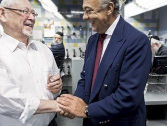 Dans les ateliers Julius Klein, à New York, le doyen, Isaac Green (à g.), 82 ans, a réalisé la délicate opération sans laser. A droite, Fawaz Gruosi, patron de de Grisogono.