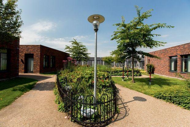 Les différentes maisons donnent sur un jardin. Les activités manuelles et artistiques sont permanentes