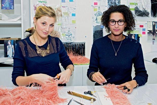 Julie et Christiane, plumassières de la maison Lemarié.