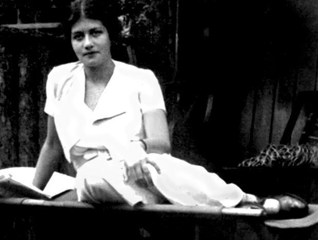 Maria Altmann dans les années 30. Née à Vienne en 1916, elle meurt à Los Angeles en 2011. Elle a 9 ans quand décède sa tante Adele.