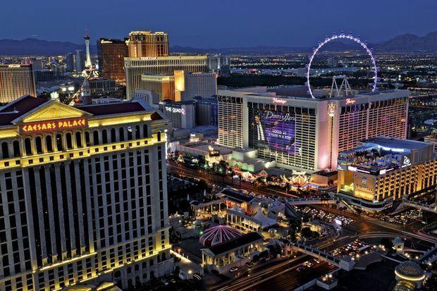 L'hôtel casino Caesars Palace est situé sur le Strip.