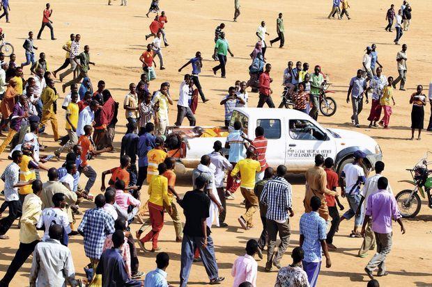 Pour calmer les doutes de la population, le gouvernement a fait exhiber les cadavres des quatre assaillants sur le plateau d'un pick-up de la morgue.