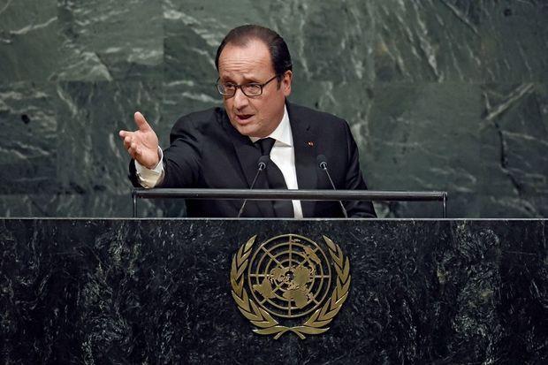 Diplomate, François Hollande ne rappelle pas que les Etats-Unis lui ont fait faux bond en 2013, alors qu'il voulait déjà intervenir en Syrie.