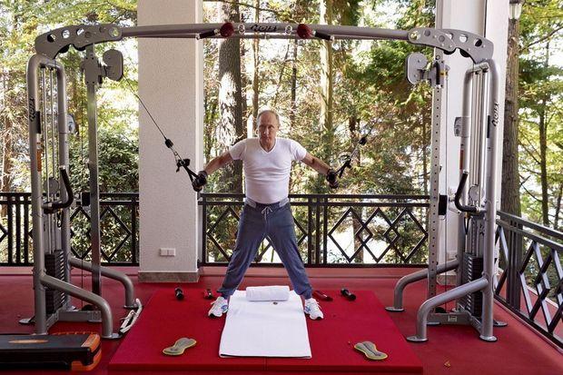 Août 2015. Démonstration de force… en Crimée, dans la salle de gym de la résidence officielle.