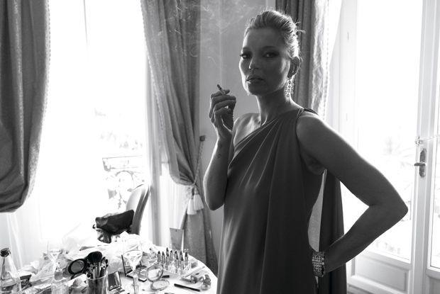 Toujours Divine Kate Moss, de retour à Cannes après quinze ans d'absence, dans sa suite du Carlton, juste avant de monter les marches pour « Loving », de Jeff Nichols, lundi 16 mai.