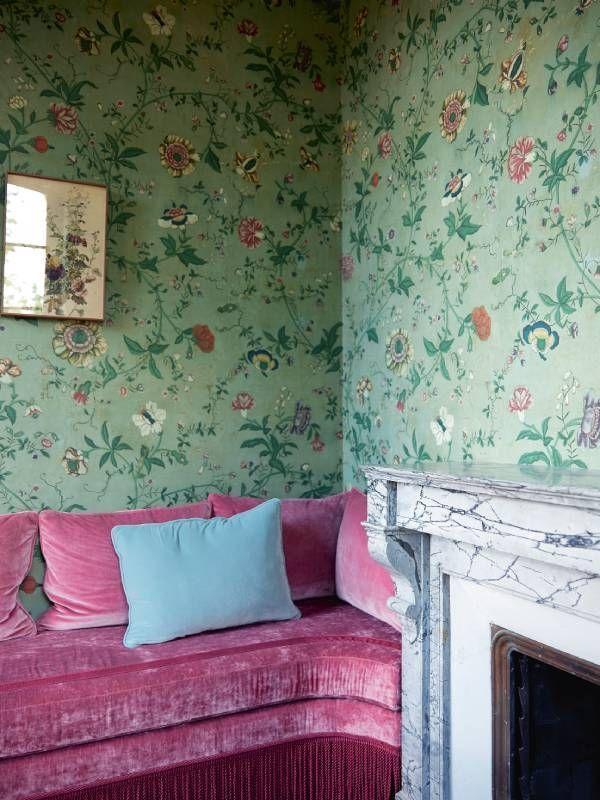 Le bureau horticole de Catherine Deneuve, transformé en boudoir fleuri.