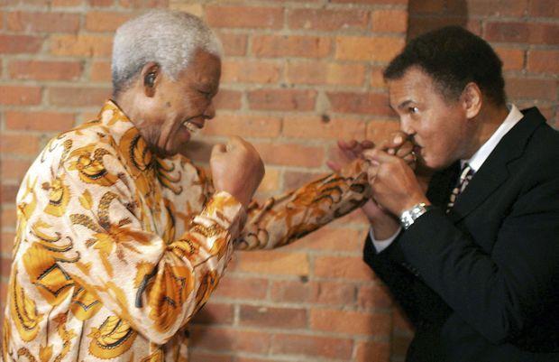 A Nelson Mandela, il laisse percer sa garde, à New York, en 2005.