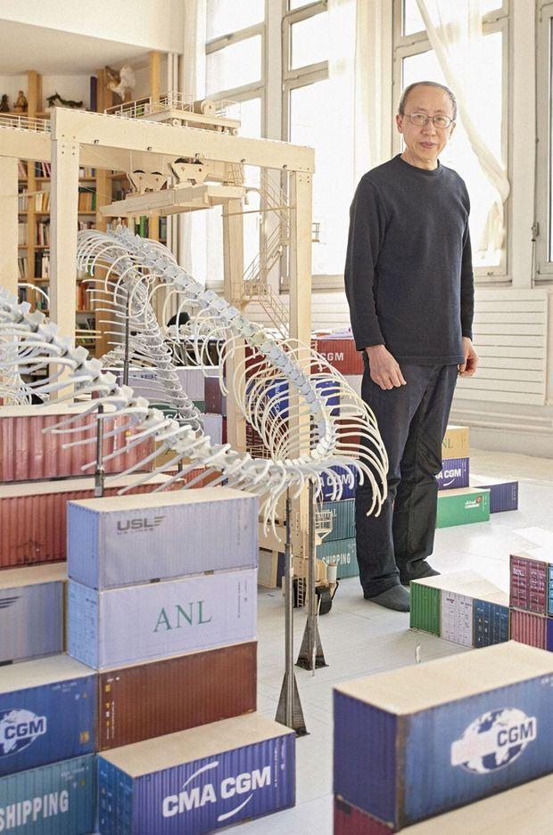 Huang Yong Ping dans son atelier à Yvry sur Seine