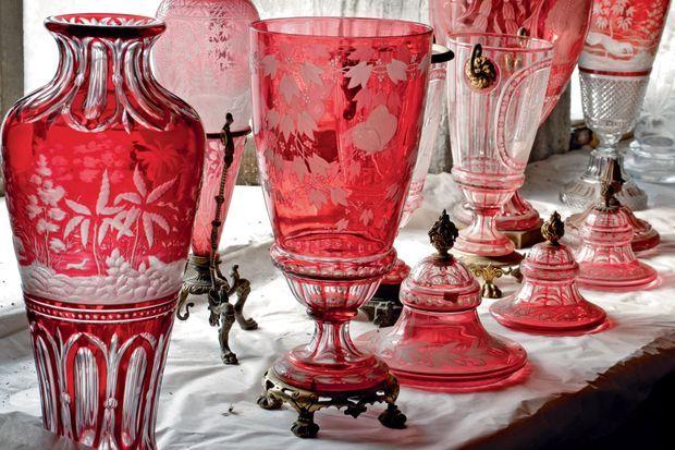 Vases et potiches gravés à la main et à la roue entre 1860 et 1880 – un savoir-faire qui s'est perdu.