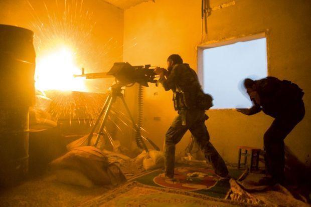 A la tombée de la nuit, avec les Syriens loyalistes.