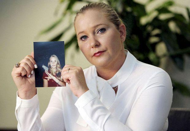 Virginia Roberts Giuffre, qui porte plainte aujourd'hui contre le prince Andrew, montre une photo d'elle-même à 16 ans, quand Jeffrey Epstein aurait commencé à abuser d'elle.
