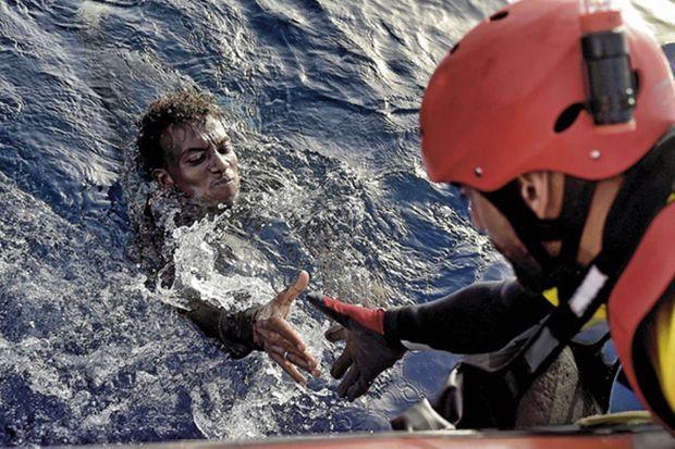 Garde-côte à Ibiza, Marco travaille avec l'ONG Proactiva Open Arms pendant ses jours de congé.