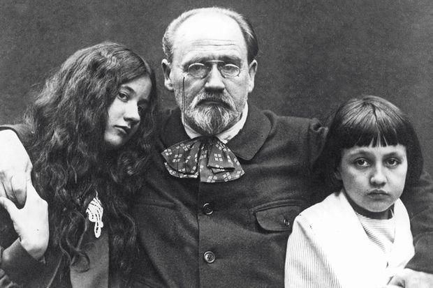 Zola avec ses enfants, Denise et Jacques, vers 1900.