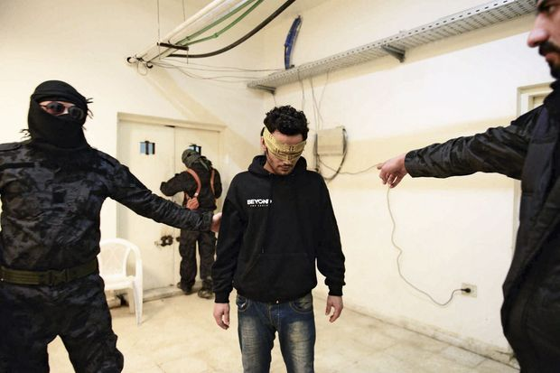Le faux repenti Rached Abdullah Khattab, 23 ans, irakien, prétend avoir subi un lavage de cerveau par Daech.