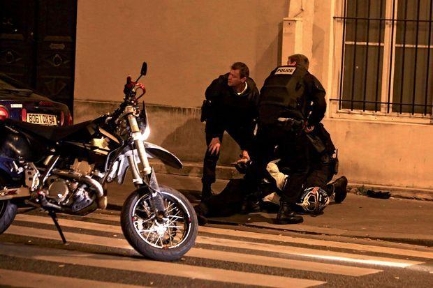 Arrestation d'un motard ivre qui roulait à grande vitesse près du Carillon, un des sites attaqués.