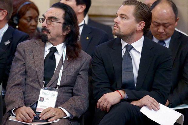 Le 4 décembre, à la mairie de Paris. Leonardo DiCaprio, militant de la première heure, et son père, George.