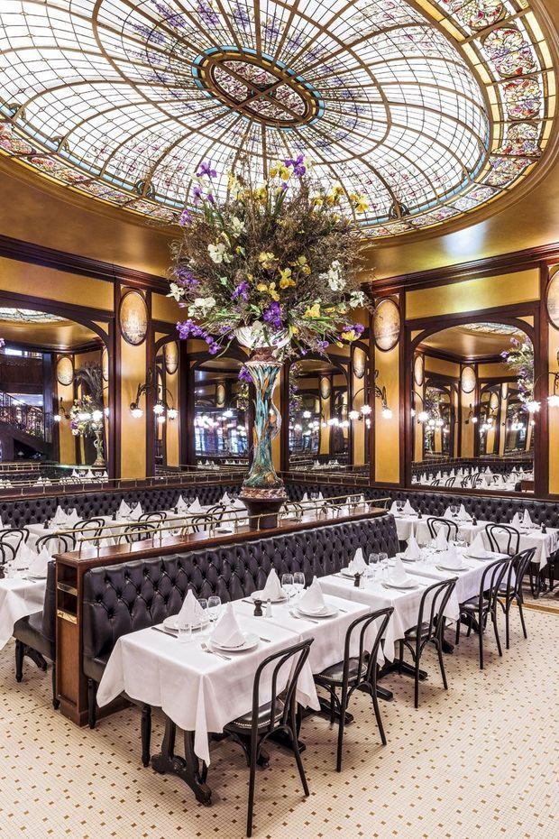 La brasserie et sa célèbre verrière se sont offert une remise en beauté. Bofinger, 5-7 rue de la Bastille, paris IVe.