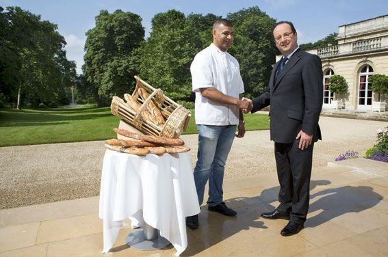 A l'Elysée, où Ridha livre 15 baguettes « Tradition » par jour. Il n'avait encore jamais serré la main du président Hollande, qu'il accompagne en voyage officiel en Tunisie, les 4 et 5 juillet 2013.