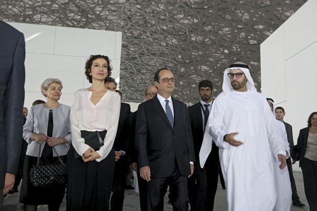 La visite du chantier du Louvre Abu Dhabi, entre Audrey Azoulay, ministre de la Culture, et le cheikh Abdallah ben Zayed Al-Nahyan, ministre des Affaires étrangères.