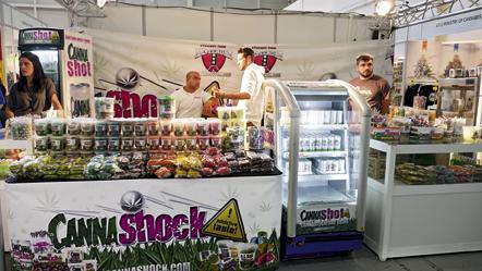En Espagne, le cannabis est interdit à la vente mais les entreprises peuvent en parler favorablement et proposer des produits alimentaires qui en contiennent.