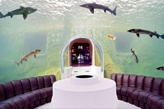 Le salon sous-marin, à l'intérieur d'un aquarium géant.